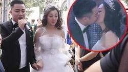 Vợ chồng Hữu Công hôn nhau ngọt ngào trong lễ cưới