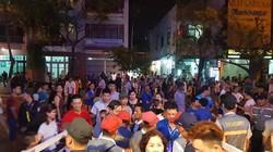 Hàng ngàn người chen kín tìm chỗ đẹp xem Lễ hội pháo hoa Đà Nẵng