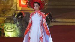 Hoa hậu Đỗ Mỹ Linh khoe sắc với áo dài tại Festival Huế 2018