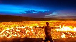 """""""Cổng địa ngục"""" trên sa mạc rực lửa cháy suốt nửa thế kỷ"""