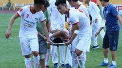 """Trò cũ gãy chân, HLV Hoàng Anh Tuấn tố trọng tài """"mù luật"""""""