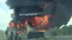 Xe khách bốc cháy dữ dội trên cao tốc TP.HCM - Trung Lương