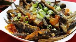 Chua chua mặn mặn cá kèo sốt cà, cả nhà mê tít
