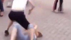 2 phụ nữ bị bắt giữ vì đánh ghen, làm nhục người khác
