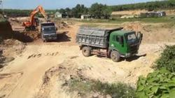 """""""Cát tặc"""" rầm rộ móc lòng sông Sê Pôn, chính quyền không xử lý"""