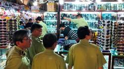 Hàng ngàn sản phẩm nghi giả mạo, kém chất lượng trong chợ Bến Thành