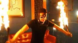 """Tròn mắt xem màn côn lửa siêu hạng của """"phù thủy"""" cocktail Duy Khánh"""