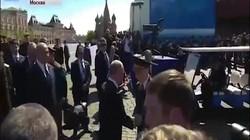 Cựu binh Nga kể lý do được ông Putin mời đi cùng dù bị vệ sĩ đẩy ra