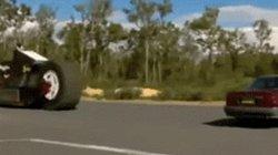 Video: Môtô nặng 13,6 tấn đè nát ôtô trong chớp mắt