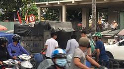 TP.HCM: Xe tải bốc cháy trên phố, giao thông ùn tắc kinh hoàng
