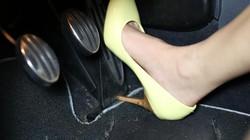 Clip: Những pha đạp nhầm chân ga cười ra nước mắt của các nữ tài xế