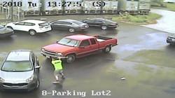"""Clip dừng ôtô giữa đường bị chủ xe phía sau """"vác rìu"""" tấn công"""