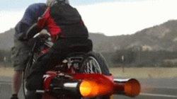 Video: Môtô lắp động cơ phản lực, bắn như tên lửa trên đường