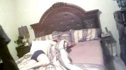 Hết hồn khi tỉnh dậy thấy người đàn ông lạ cởi trần nằm cạnh