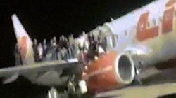 Indonesia: Cảnh hành khách hốt hoảng nhảy khỏi máy bay vì sợ bom