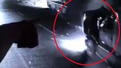 Clip:Khoảnh khắc kinh hoàng container tông xe khách văng xa hơn 10m