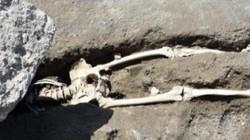 Hài cốt người đàn ông bị đá khổng lồ nghiền nát 2.000 năm trước