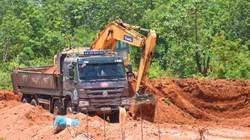 Mật phục, bắt quả tang vụ khai thác đất quy mô lớn ở Kon Tum