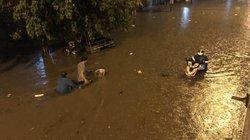 Ảnh-clip: Nhiều tuyến đường TP.HCM ngập nặng sau cơn mưa trong đêm