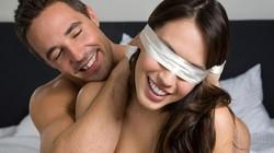 """Dị ứng kịch liệt vì chồng bịt mắt vợ trong lúc """"yêu"""""""
