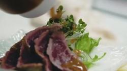 Nhà hàng Nhật trăm năm tuổi chuyên đặc sản thịt ngựa...sống