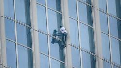 """""""Người nhện"""" Pháp tay không leo 75 tầng tòa nhà chọc trời ở HQ"""