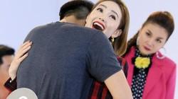 Clip: Mỹ nam của Hòa Minzy bất ngờ ôm chặt cứng Minh Hằng