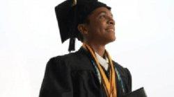 Cậu bé 14 tuổi tốt nghiệp phổ thông và cao đẳng trong 1 ngày