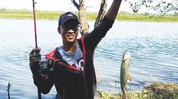 Kỳ thú, hồi hộp: Cần thủ đua nhau ra sông săn cá ở miền Tây