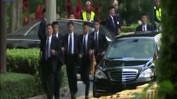 """Cận cảnh 12 vệ sĩ chạy bộ """"chất lừ"""" của ông Kim Jong-un ở Singapore"""