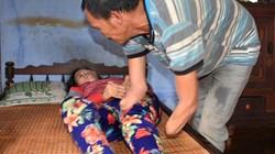 Chuyện cảm động: Chồng cụt tay, mất chân, mù mắt nuôi vợ bị liệt