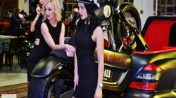 Siêu mẫu chủ nhà World Cup 2018 nóng bỏng bên môtô, các nàng WAGs ghen tị