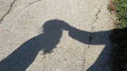 Ấn Độ: 3 thanh niên đưa bé gái 14 tuổi về nhà hãm hiếp