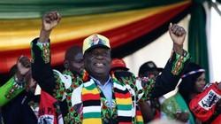 Khoảnh khắc Tổng thống Zimbabwe suýt mất mạng vì bom
