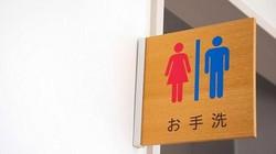 """CĐV Nhật Bản chen nhau đi vệ sinh như ong vỡ tổ, """"tè""""... trôi cả Tokyo"""