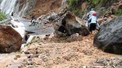 Lũ cuồn cuộn đổ về chia cắt giao thông giữa Lai Châu và Lào Cai