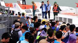 Quảng Ninh: Sóng to, hơn 5.000 du khách mắc kẹt trên đảo Cô Tô