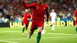 """CĐV Iran """"khủng bố"""" Ronaldo, Pháp sợ Croatia"""