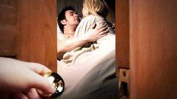 Chồng kẹt trong phòng cô hàng xóm vì ...gãy chìa khóa, vợ ra tay ứng cứu