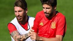 """Ramos và Pique """"đâm sau lưng"""" HLV Hierro"""