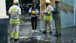 CSGT TP.HCM tặng áo mưa miễn phí cho thí sinh và phụ huynh