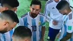 Bằng chứng Messi thay HLV Sampaoli chỉ đạo các cầu thủ Argentina