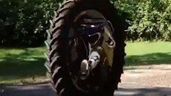 Clip: Cận cảnh siêu môtô 1 bánh giá 8.500 USD tốc độ tới 160 km/h