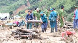 Ảnh:Bộ đội, công an và dân quân giúp dân khắc phục thiệt hại mưa lũ