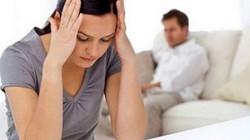 Chồng qua nhà bạn xem World Cup, vợ ôm con vào lòng nước mắt lưng tròng