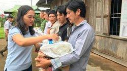 Báo Dân Việt tiếp tục đưa quà vào tâm lũ Điện Biên