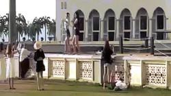 Nhảy sexy trước nhà thờ Hồi giáo, hai cô gái TQ gây phẫn nộ