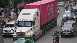 Ảnh, clip: Xe tải ngang nhiên hoạt động vào giờ cấm ở Hà Nội