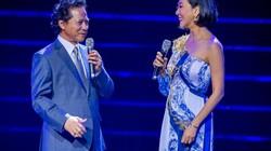 """Chế Linh """"hôn công khai"""" MC Kỳ Duyên trong liveshow riêng ở Hà Nội"""