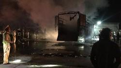 3 xe ô tô đâm nhau bốc cháy trong đêm, 2 người chết trong xe